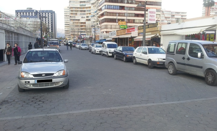 Calle peatonal o calle aparcamiento